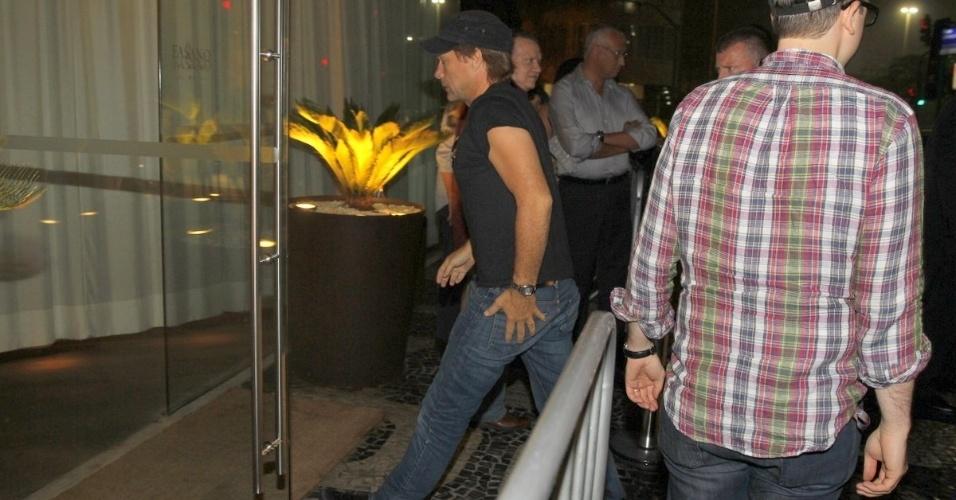 20.set.2013 - O músico Jon Bon Jovi chega ao hotel Fasano em Ipanema. O cantor e sua banda se apresentam nesta sexta (20) no Rock in Rio