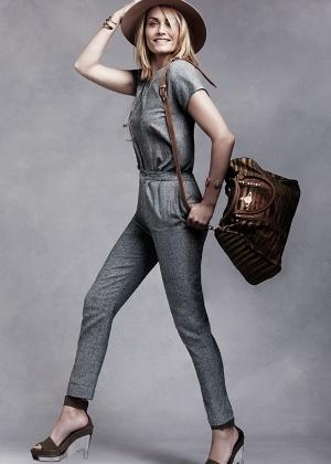 A atriz e modelo Amber Valletta posa com looks de marcas voltadas para a moda sustentável, em parceria com o site Yoox - Divulgação