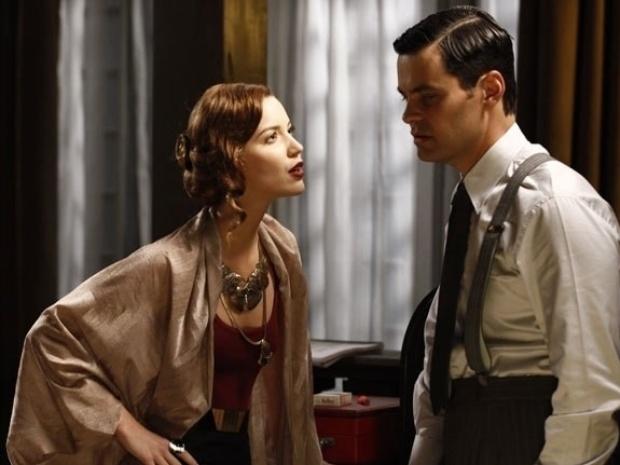 """Em """"Joia Rara"""", Silvia propõe a Manfred que eles se unam contra Ernest"""