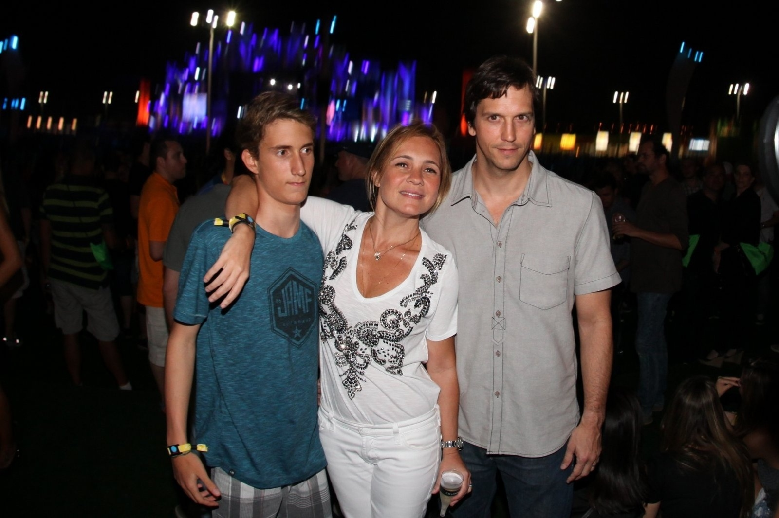 20.set.2013 - Adriana Esteves e Vladimir Brichta levam Felipe, filha da união da atriz com Marco Ricca, ao Rock in Rio