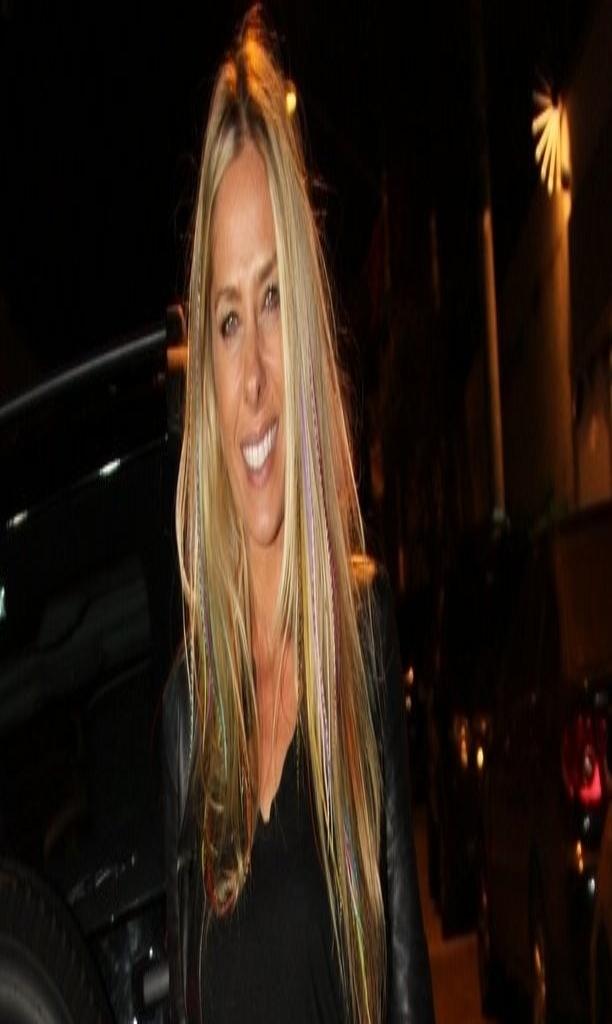 20.set.2013 - Adriane Galisteu em festa de Danilo Faro em sua casa no Morumbi, em São Paulo. O promoter fez aniversário em agosto, mas resolveu esperar os amigos voltarem de férias para comemorar