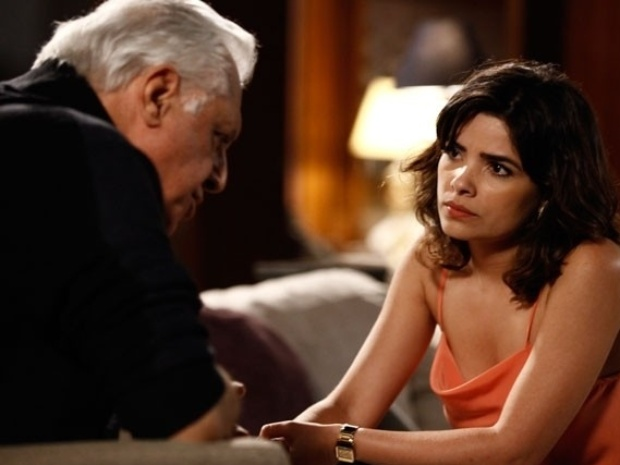 """21.set.2013 - Em """"Amor à Vida"""", César engana Aline e se encontra com Pilar"""