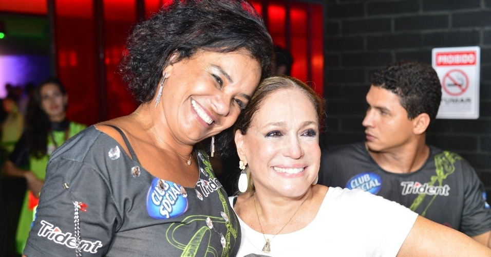 20.set.2013 - Solange Couto e Susana Vieira sorriem para os fotógrafos no camarote do Rock in Rio