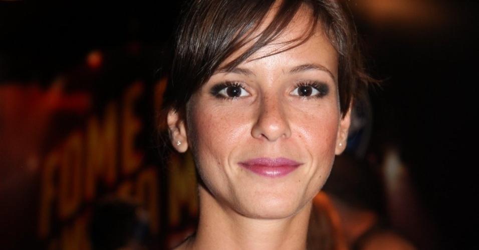 """20.set.2013- Fernanda de Freitas, de """"Tapas & Beijos"""", circula pelo camarote antes do show de Bon Jovi"""