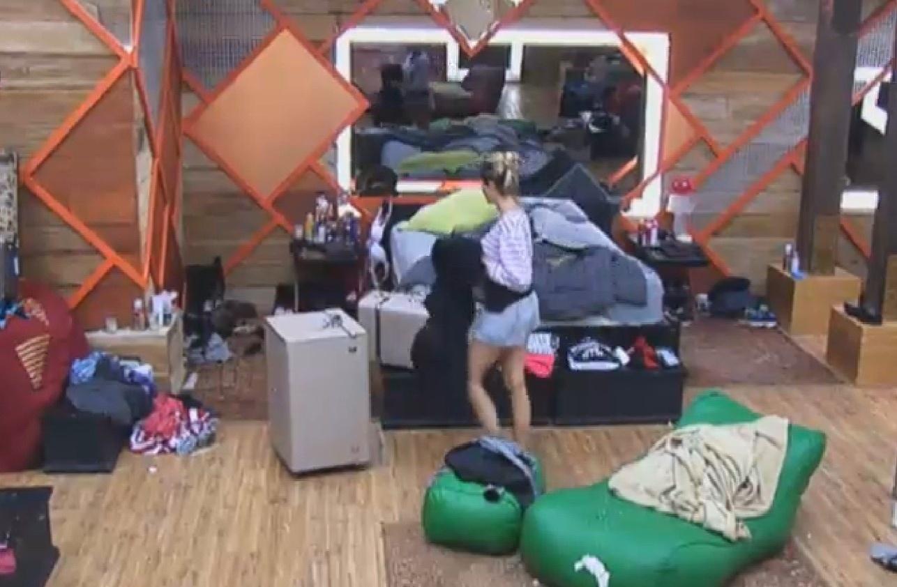 21.set.2013 - Bárbara Evans faz as malas em noite de eliminação