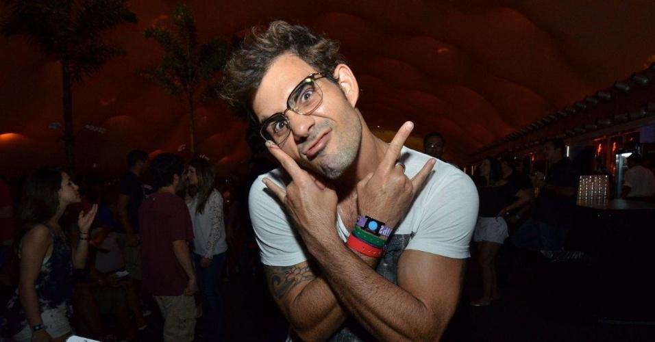 21.set.2013 - Juliano Cazarré curte camarote no sexto dia de Rock in Rio