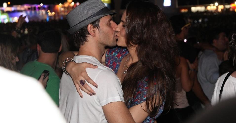 21.set.2013 - Murilo Rosa e Fernanda Tavares se beijam camarote do Rock in Rio