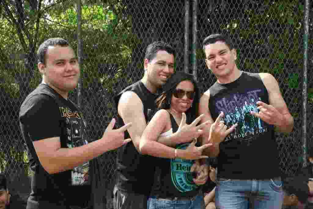 22.set.2013 - Fãs de metal aguardam a abertura dos portões do último dia de Rock in Rio - Zulmair Rocha/UOL
