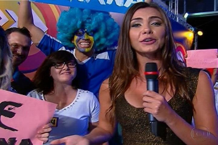 22.set.2013 - Letícia Wiermann, filha de Datena, estreia na TV