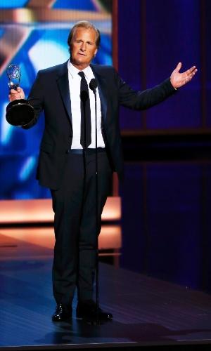 22.set.2013 - O ator Jeff Daniels (The Newsroom) recebe o prêmio de Melhor ator de série dramática no Emmy 2013