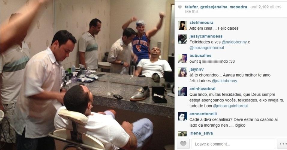 23.set.2013 - Horas antes de se casar com a Mulher Moranguinho, Naldo publica seu momento