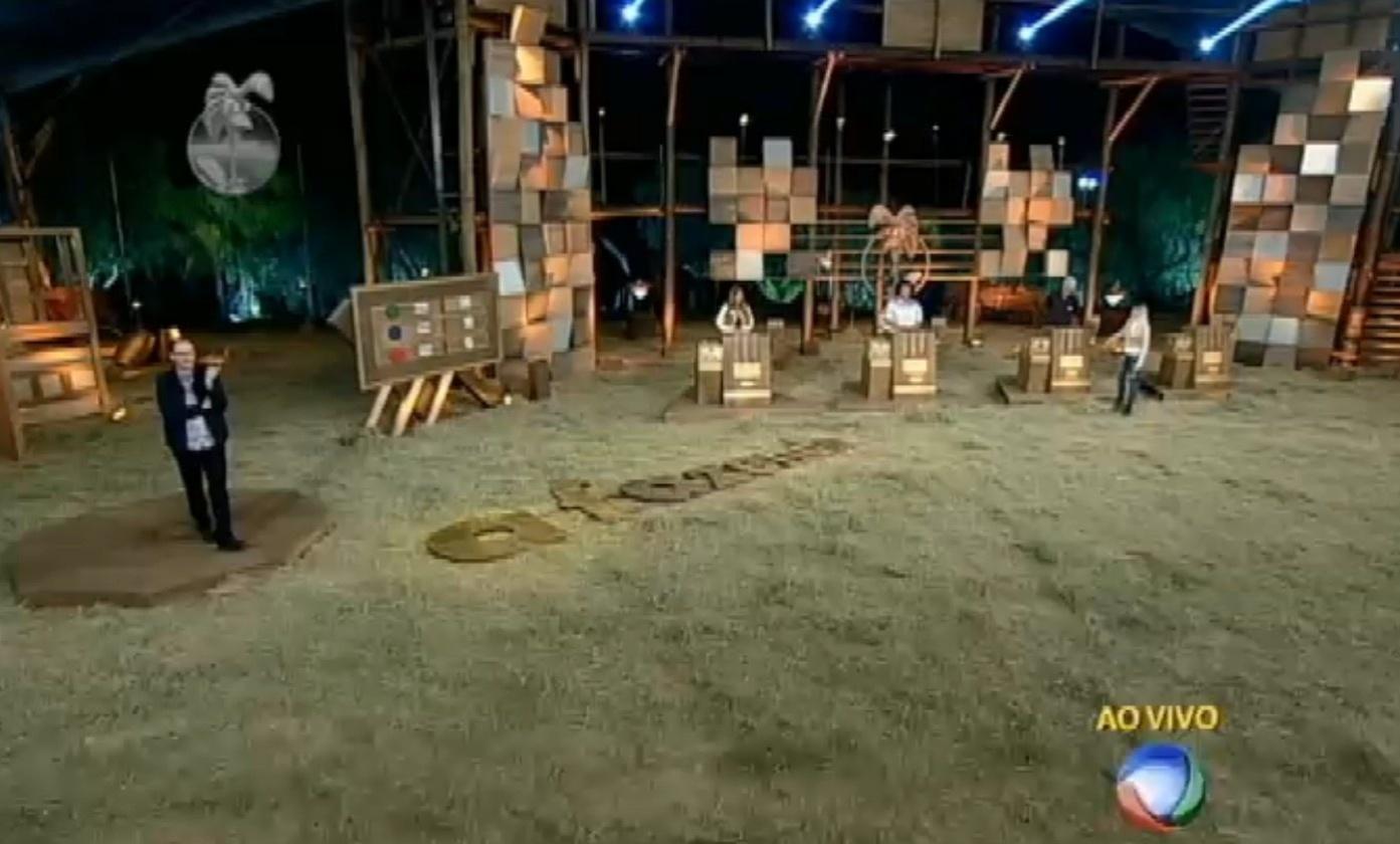 23.set.2013 - Peões abriram envelopes para contar pontos e descobrir quem estava na roça