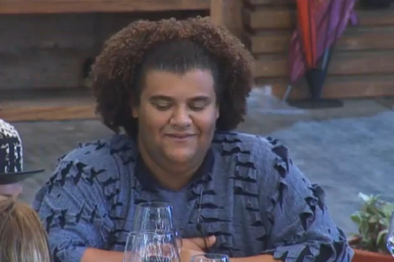 24.set.2013 - Gominho ri durante brincadeira ensinada por Mateus Verdelho