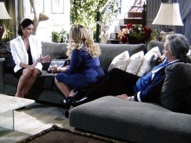 """Em """"Amor à Vida"""", Pilar diz a Silvia que não abre mão de sua parte no hospital"""