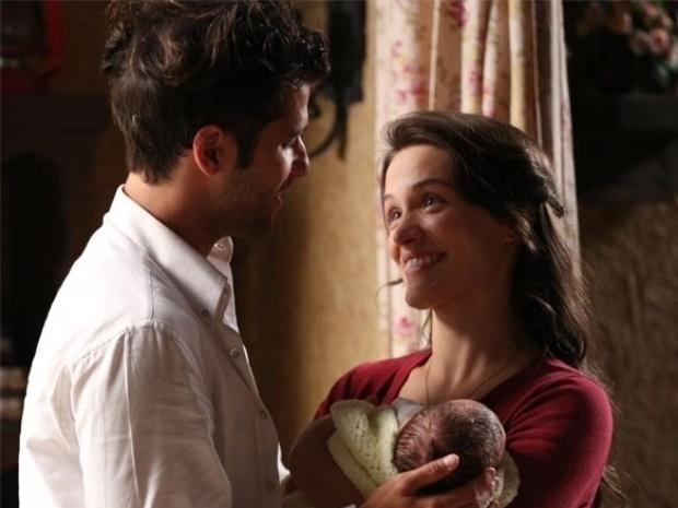 """Em """"Joia Rara"""", Franz se declara para Amélia e eles fazem as pazes"""