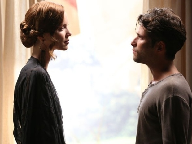 """Em """"Joia Rara"""", Silvia vai atrás de Franz e diz estar apaixonada por ele"""