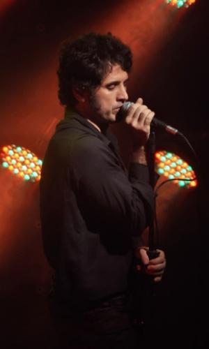 Eriberto Leão vive Jim Morrison no teatro
