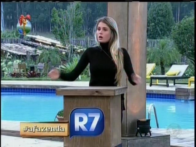 24.set.2013 - Ao ser chama de falsa por Denise, Bárbara retrucou: