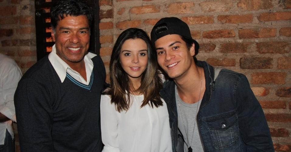 "24.set.2013 - Maurício Mattar, Giovanna Lancelotti e Arthur Aguiar posam juntos na festa de ""Dona Xepa"", no Rio"