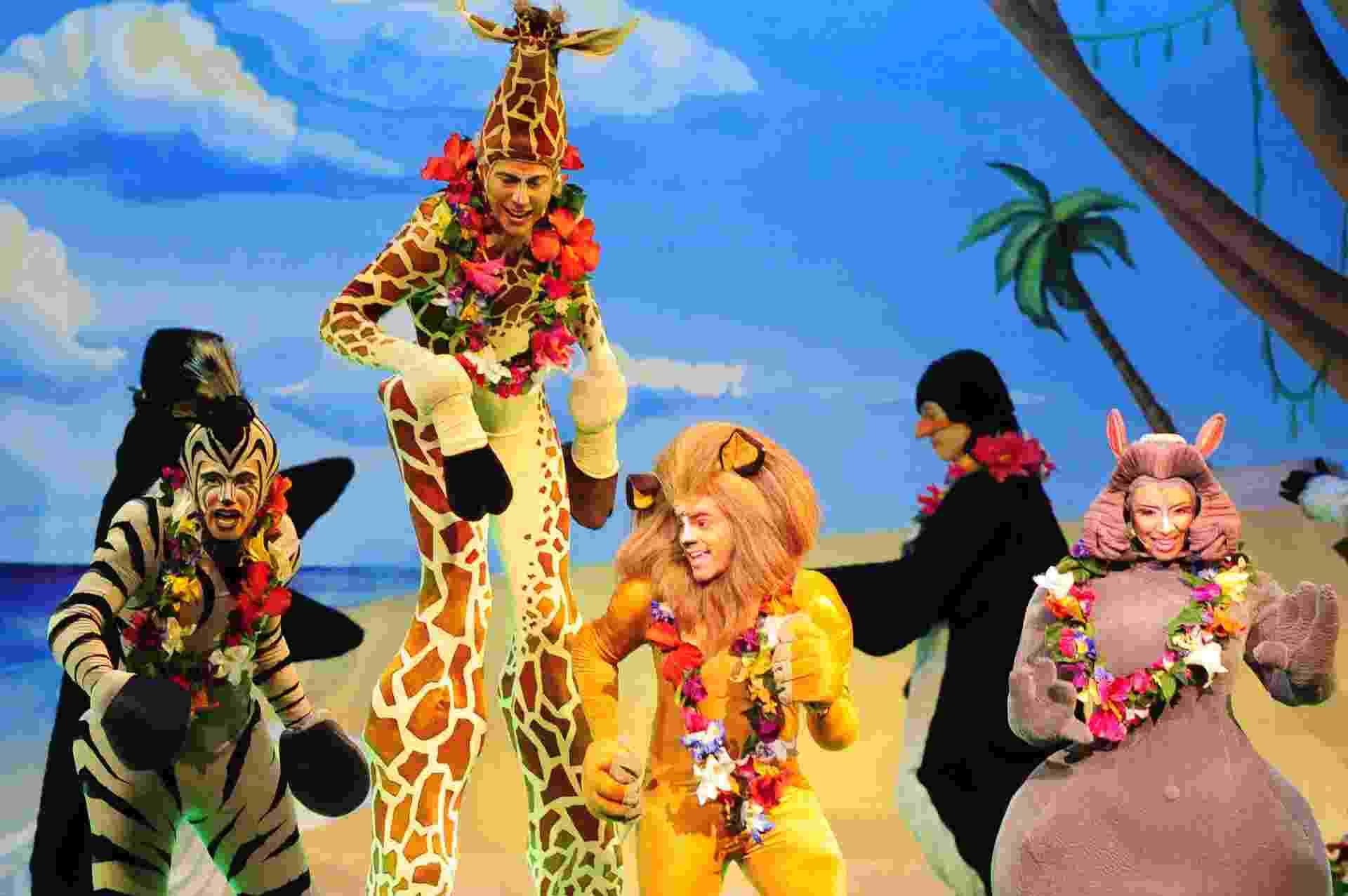 """25.set.2013 - Cena do musical """"Madagascar Ao Vivo!"""" - Junior Lago/UOL"""