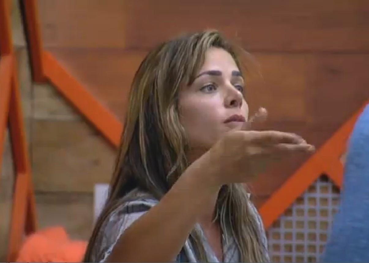25.set.2013 - Denise Rocha discutindo com Marcos Oliver