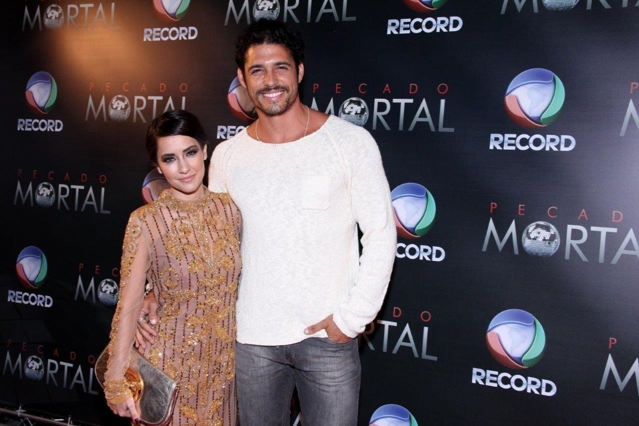 25.set.2013 - Maitê Piragibe e Marlos Cruz na festa de lançamento da novela da TV Record