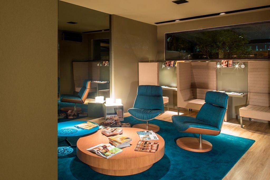 A arquiteta Ângela Brito assina o Lounge de Leituta pontuado por elementos azuis. A 22ª edição da Casa Cor Brasília fica em cartaz até dia 05 de novembro de 2013. A mostra tem lugar no Setor das Indústrias Gráficas (SIG Quadra 01, lote 635), na capital federal. Outras informações: www.casacor.com.br/brasilia