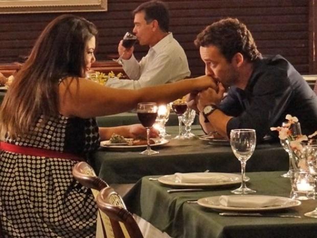 "Em ""Amor à Vida"", Daniel pede Perséfone em namoro"
