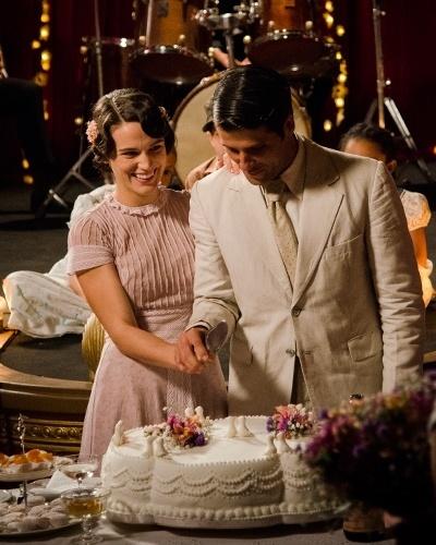 Amélia (Bianca Bin) e Franz (Bruno Gagliasso) se casam em