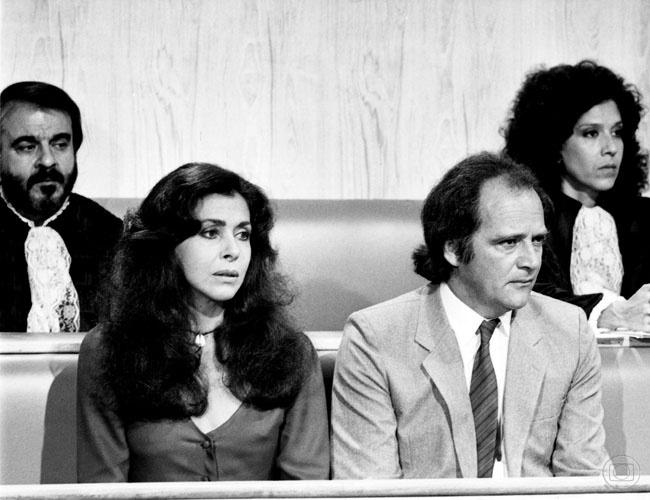 """Claudio Marzo em cena com Betty Faria, na novela """"Partido Alto"""" (1984)"""