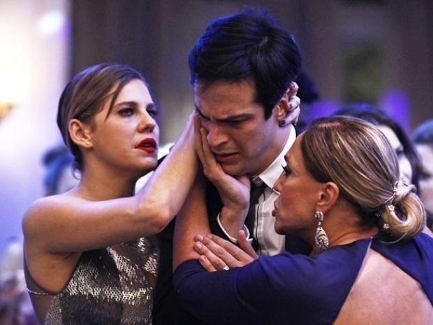 """Em """"Amor à Vida"""",  Félix chama Aline de """"vadia"""" e leva tapa de César"""