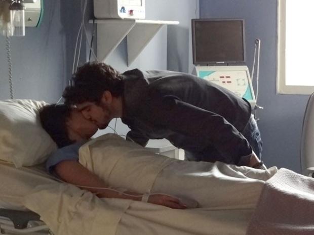 "Em ""Amor à Vida"", Michel promete a Silvia lutar pelo casamento deles"