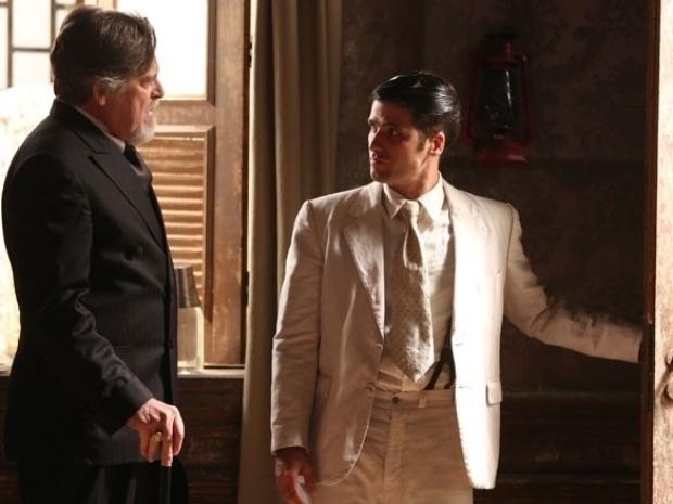 """Em """"Joia Rara"""", Ernest chama Franz para viver com Amélia e Pérola na mansão"""