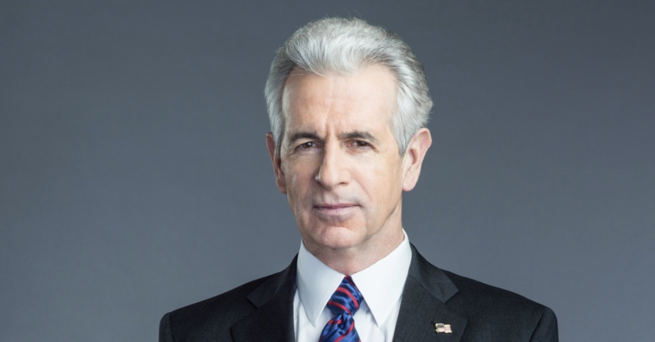 """James Naughton interpreta o presidente dos Estados Unidos, que é vítima de uma conspiração na série """"Hostages"""""""