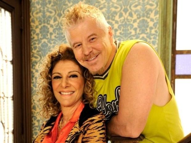 """Na segunda temporada de """"Pé na Cova"""", Darlene (Marília Pêra) e Ruço (Miguel Falabella) continuam vivendo juntos"""