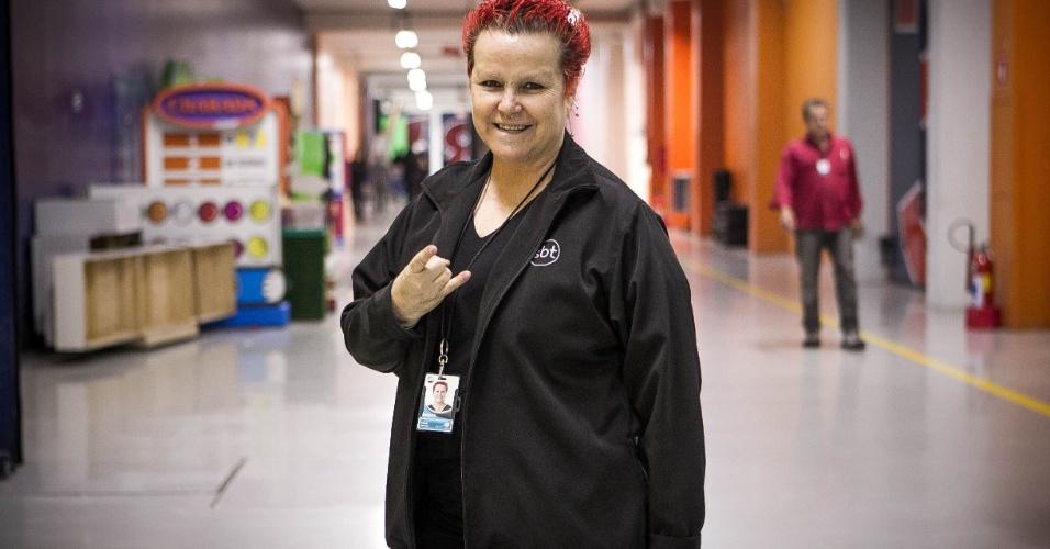 24.set.2013 - Funcionária do SBT há quatro anos, Lucia Batata, 58, trabalhou durante 15 anos como caravanista e graças ao seu jeito espontâneo e irreverente, foi convidada pela equipe de auditório a integrar o time formado por 12 pessoas