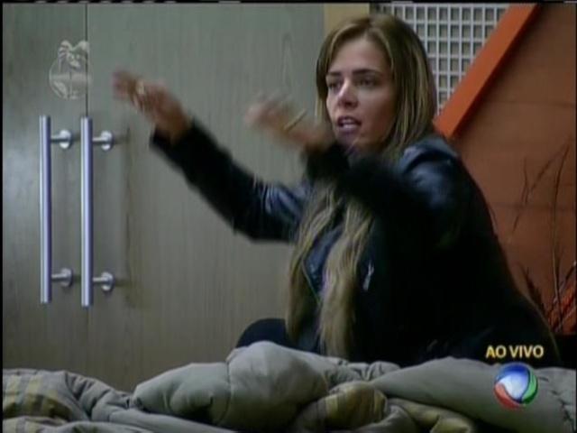 25.set.2013 - Denise também gritou com Bárbara Evans