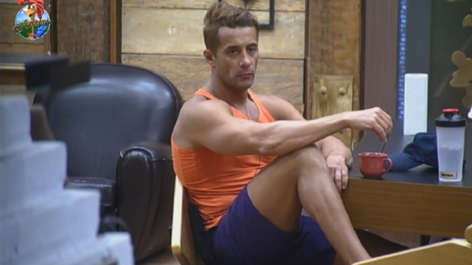 26.set.2013 - Marcos Oliver reclama de sujeira feita por Denise