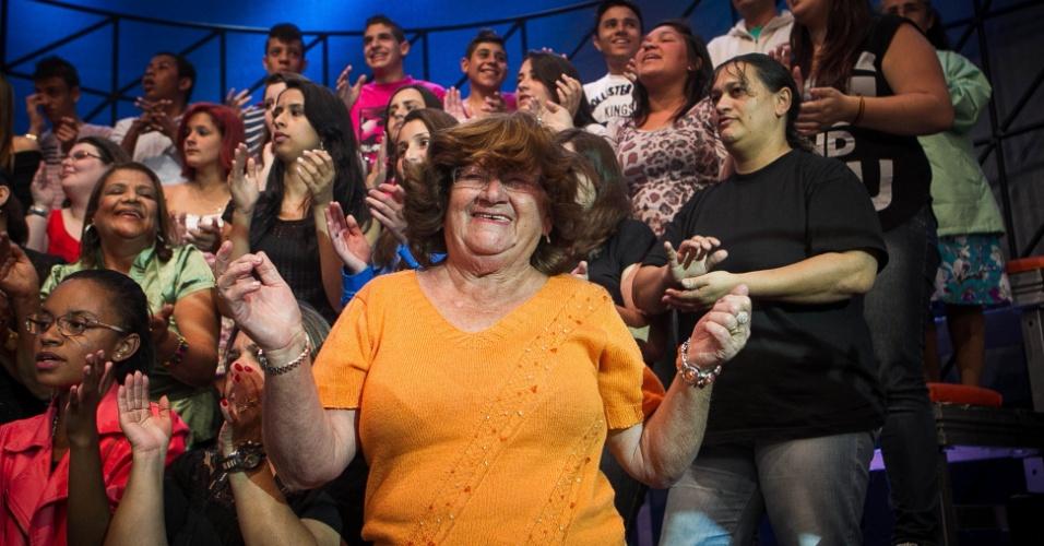 """set. 2013 - """"A caravana salvou a minha vida. Tornei-me uma mulher alegre. Esqueço todos os meus problemas e me divirto por apenas R$ 10, que dou para ajudar a caravanista"""", afirmou Lívia Molina, 70"""