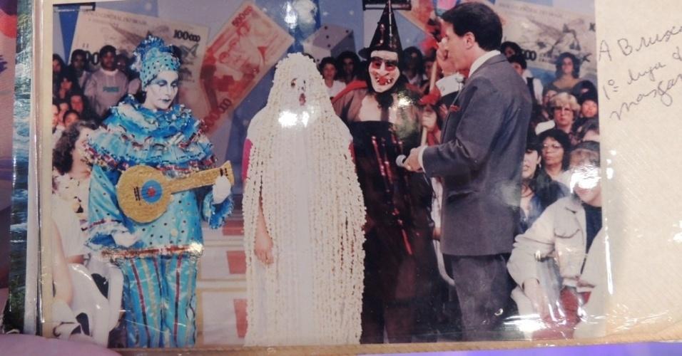 """set.2013 - A caravanista Lurdona relembra momentos ao lado do apresentador Silvio Santos no quadro """"Topa Tudo por Dinheiro"""", quando a plateia ia fantasiada para ganhar dinheiro"""