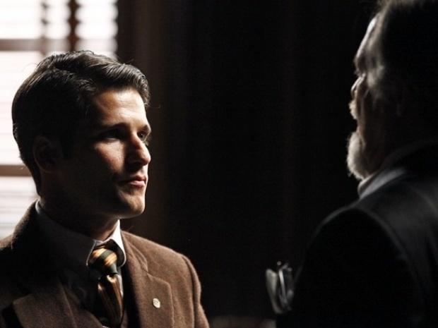 """Em """"Joia Rara"""", Franz procura o pai após receber documentos forjados"""