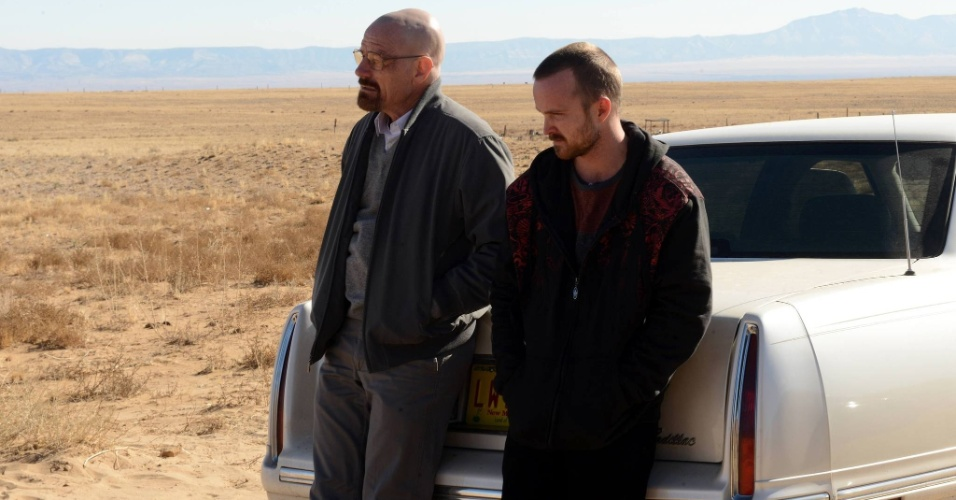 Walter White (Bryan Cranston) and Jesse Pinkman (Aaron Paul) em cena da última temporada de Breaking Bad