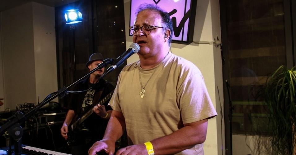 26.set.2013 - Guilherme Arantes se apresenta em evento da última transmissão da MTV