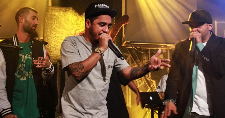 26.set.2013 - Marcelo D2 se apresenta em evento da última transmissão da MTV