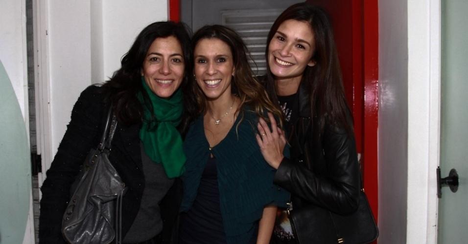 26.set.2013 - Marina Person,Sarah Oliveira e Carol Ribeiro em evento da última transmissão da MTV