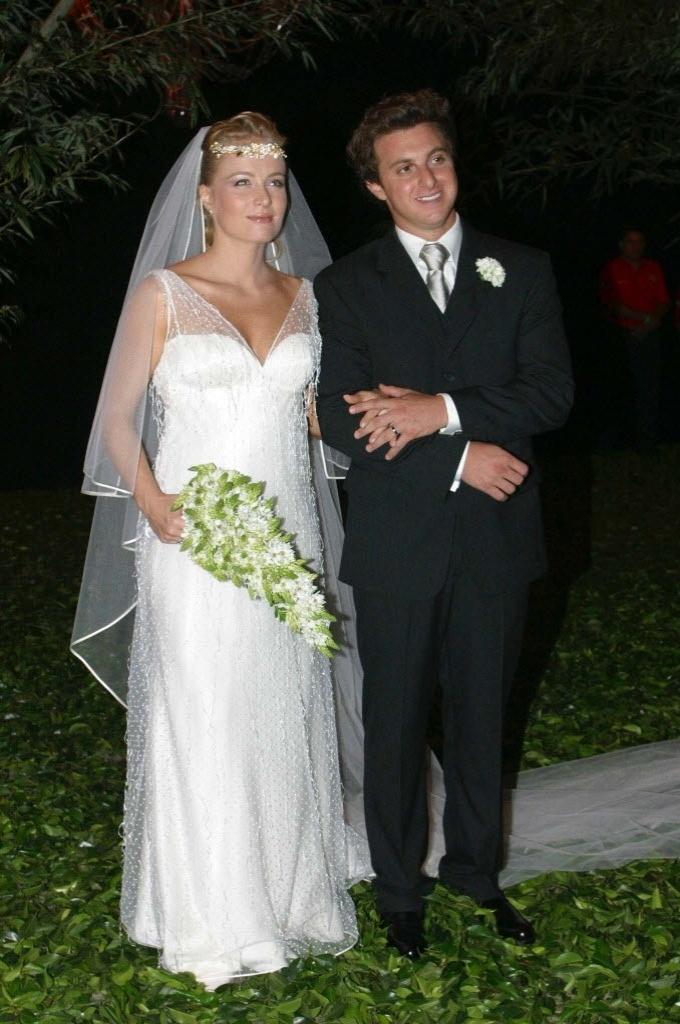 27.set.2013- Angélica e Luciano Huck durante o casamento, na Marina da Glória, no Rio de Janeiro, em 2004