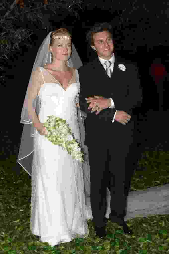 27.set.2013- Angélica e Luciano Huck durante o  casamento, na Marina da Glória, no Rio de Janeiro, em 2004 - João Cordeiro Jr/Folhapress