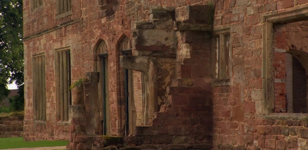 Astley Castle, na Grã-Bretanha, teve fachada em ruínas preservada e interior transformado em casa de férias - BBC