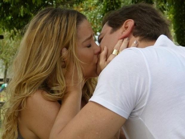 """Em """"Amor à Vida"""", Amarilys pede para ser amante de Eron"""