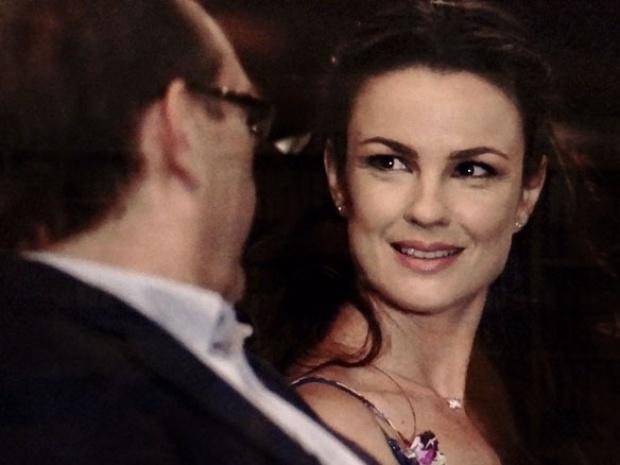 """Em """"Amor à Vida"""", Herbert leva Gina ao cinema e fica encantado com a cozinheira"""